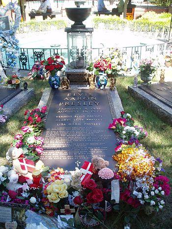 English: Elvis Presley's Grave Nederlands: Elv...