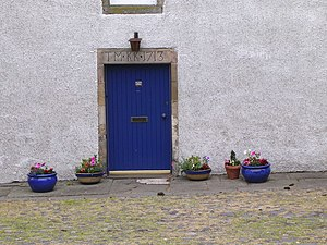 English: Falkland doorway Another example of a...