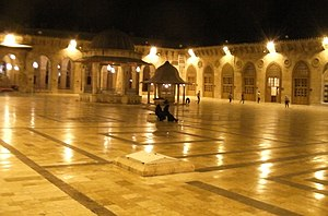 English: Courtyard of the Great Mosque of Alep...
