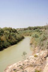 der Jordan-Fluss zwischen Israel und Jordanien von David Bjorgen