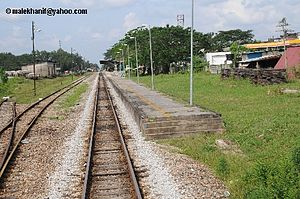 Bahasa Melayu: Stesen kereta api Tanah Merah