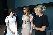 Brigitte Macron (right) with Amélie Derbaudrenghien (fr) (left, partner of Belgian Prime Minister Charles Michel) and Melania Trump (centre), 25 May 2017