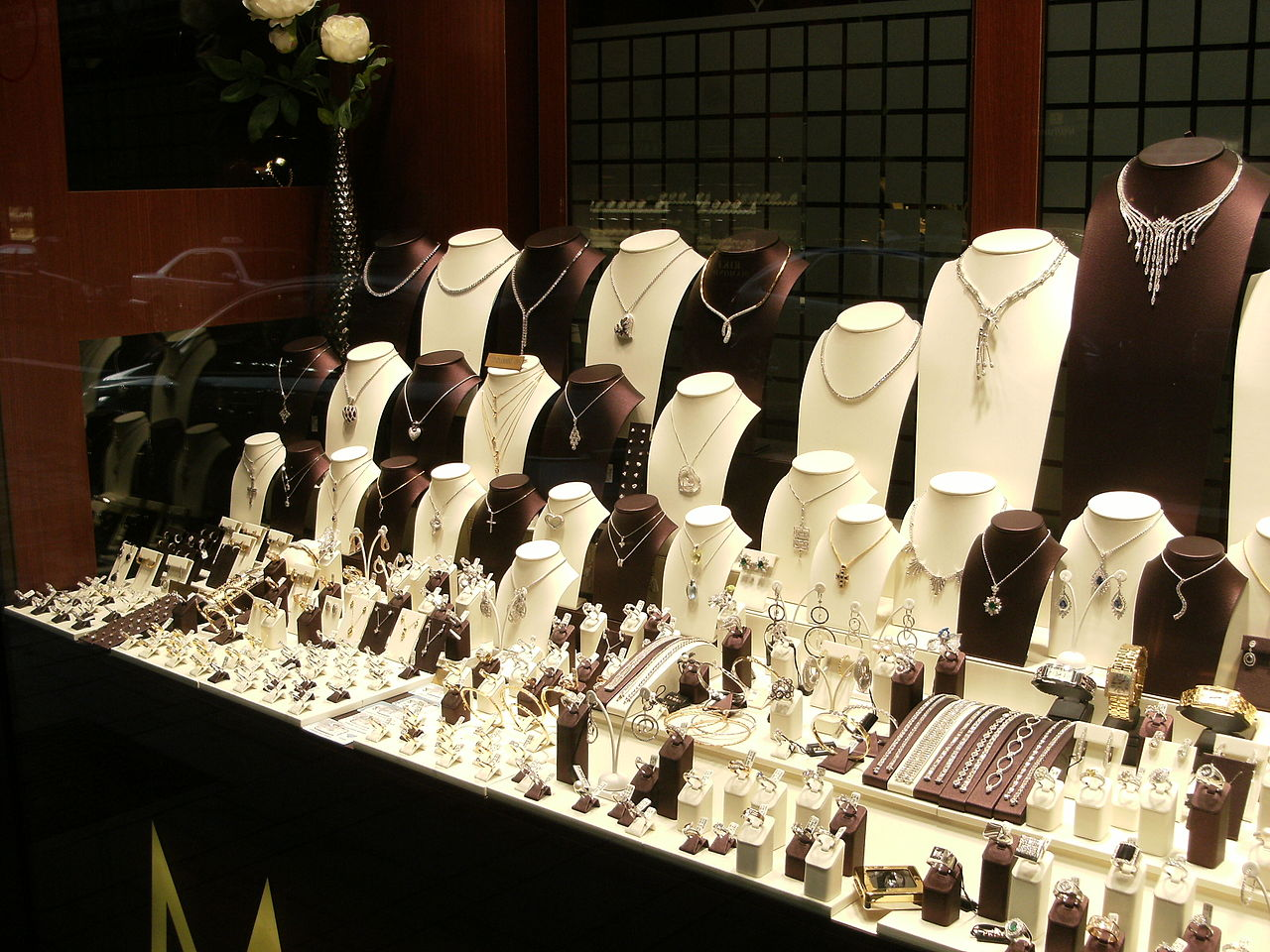 5 Tips For Displaying Jewelry In Your Store
