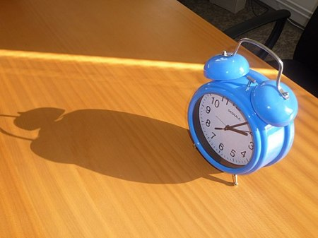 Blue alarm clock (1)