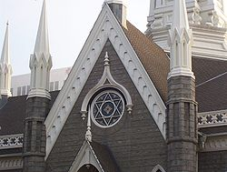 https://i1.wp.com/upload.wikimedia.org/wikipedia/commons/thumb/8/84/Salt_Lake_Assembly_Hall_Star_of_David.jpg/250px-Salt_Lake_Assembly_Hall_Star_of_David.jpg