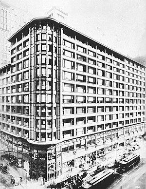 Archival photograph of the Carson Pirie Scott ...
