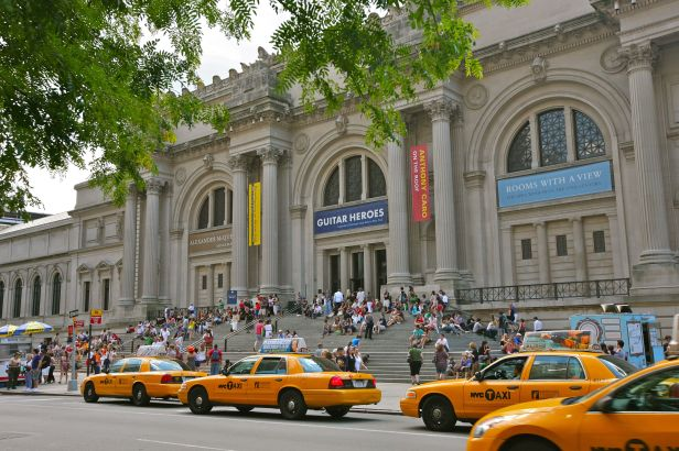 Outside the Metropolitan Museum Of Art (5893442271)