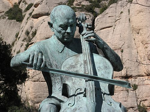 https://i1.wp.com/upload.wikimedia.org/wikipedia/commons/thumb/8/85/Pau_Casals_centenary_statue.jpg/500px-Pau_Casals_centenary_statue.jpg