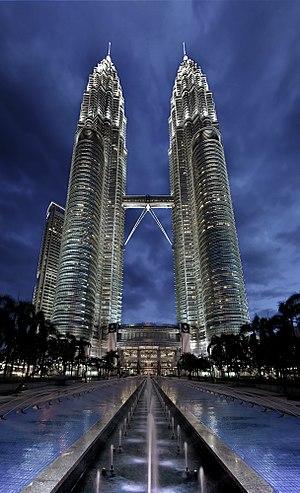 English: The Petronas Towers in Kuala Lumpur a...