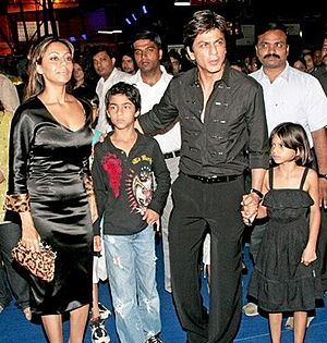 English: Indian actor Shah Rukh Khan with fami...