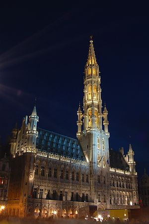 Brüksel'in tarihi merkezi olan ve nefes kesici güzellikteki Grand-Place'da L'Hôtel de ville (Hükümet -yerel hükümet- Konağı)