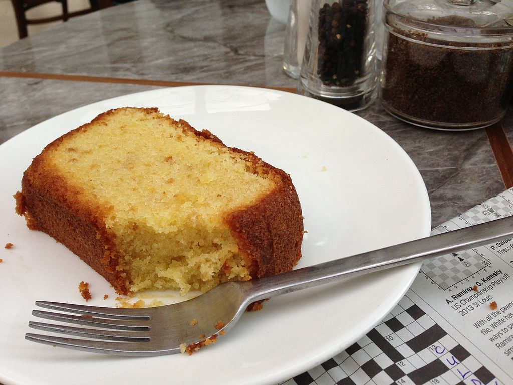 File:Sugee Cake At Food For Thought, Singapore