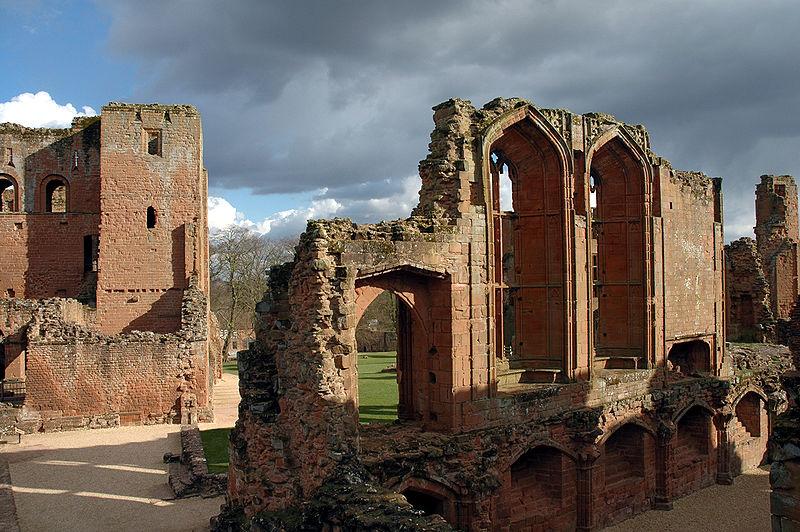 File:Kenilworth castle keep and great hall.jpg