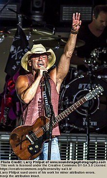 Kenny Chesney 2013.jpg