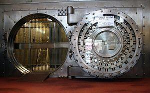 English: The door to the walk-in vault in the ...