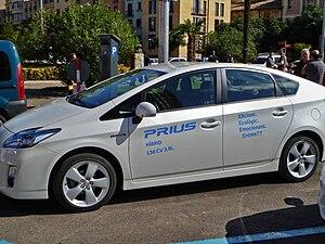 English: A hybrid car : Toyota Prius Plug-in H...