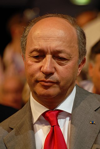 https://i1.wp.com/upload.wikimedia.org/wikipedia/commons/thumb/8/88/Laurent_Fabius_-_Royal_%26_Zapatero%27s_meeting_in_Toulouse_for_the_2007_French_presidential_election_0538_2007-04-19.jpg/321px-Laurent_Fabius_-_Royal_%26_Zapatero%27s_meeting_in_Toulouse_for_the_2007_French_presidential_election_0538_2007-04-19.jpg