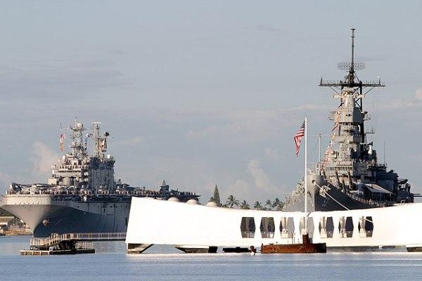 File:USS Arizona Memorial, Pearl Harbor, Hawaii.jpg ...