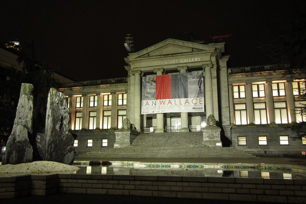 Vancouver Art Gallery from West George Street 溫哥華美術館夜景 Galerie d'art de Vancouver la nuit - panoramio