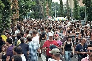 2010-07-02 Gay Pride Roma - Folla lungo viale ...
