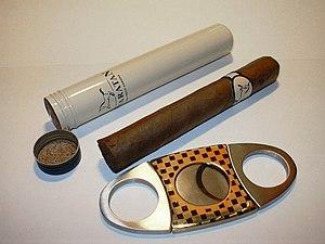 A semi-airtight cigar storage tube and a doubl...