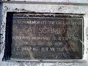 English: Karl Schmidt Memorial plate at Besant...