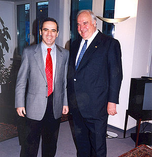 English: Garry Kasparov and Helmut Kohl.