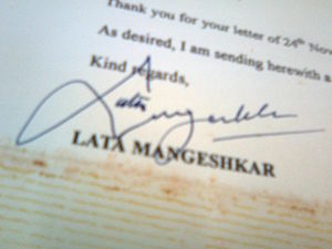 English: Autograph of Lata Mangeshkar