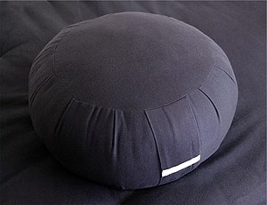 English: A zafu, the pouffe-shaped traditional...