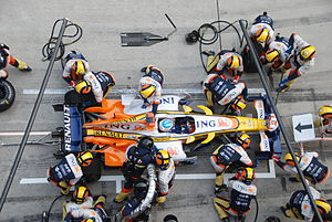 English: Pitstop underway for Fernando Alonso ...