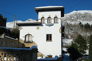 Asturianu: Villa El Jacal, casona indiana n'Alles.