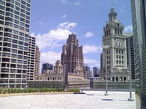 English: Wrigley Building clock tower and Trib...