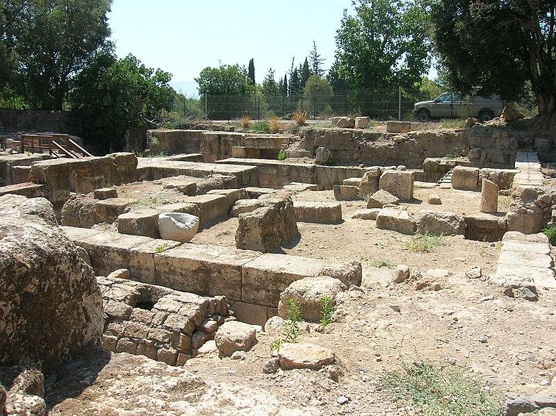Baniyas1, Banias ou Panéas est un site archéologique qui s'est appelé Césarée de Philippe2 pendant la période romaine. Le site est situé sur le mont Hermon à la source de la rivière Baniyas, près d'une des sources du Jourdain. Il a donné son nom à la seigneurie de Banias un des fiefs du royaume de Jérusalem pendant les croisades. Le site est à l'est de la frontière internationale entre Israël et la Syrie dans le territoire occupé par Israël dans le Golan depuis 1967.