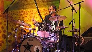 English: Ringo Starr concert in Paris June 26,...
