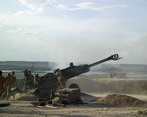 Canadian soldiers fire an M777 155mm Howitzer ...