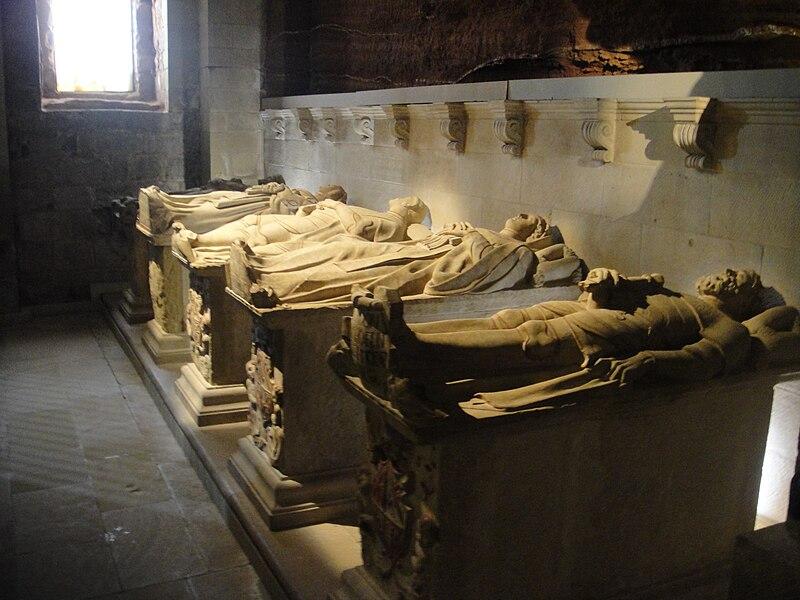 File:Sepulcros reales. Monasterio de Santa María la Real de Nájera--2.JPG
