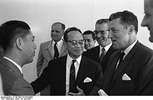 Bundesarchiv B 145 Bild-F027263-0008, Bonn, Em...