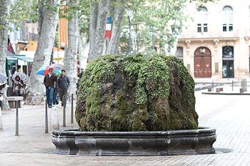 Français : Fontaine sur le Cours Mirabeau, Aix...