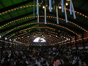 English: Inside of the Augustiner Tent at Okto...