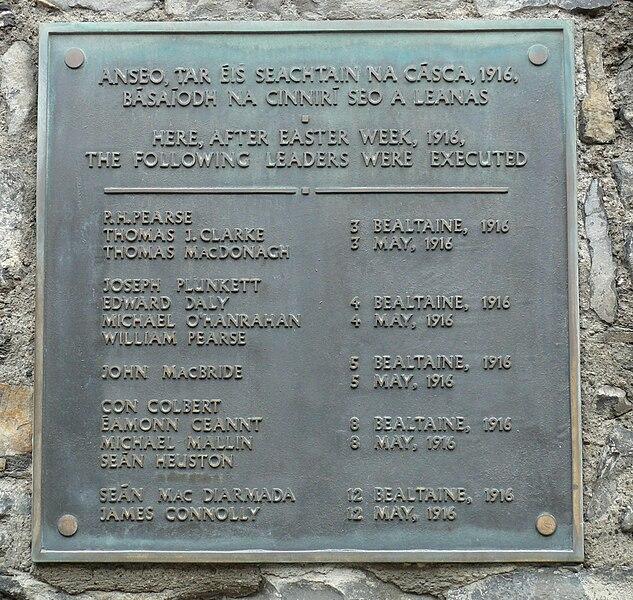 File:Memorial plate in Kilmainham Gaol.jpg