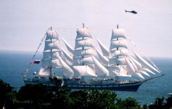 High-masted, altitudinous sailing vessel
