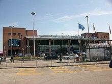 https://i1.wp.com/upload.wikimedia.org/wikipedia/commons/thumb/9/90/Aeroporto_di_Treviso_A_Canova.jpg/220px-Aeroporto_di_Treviso_A_Canova.jpg
