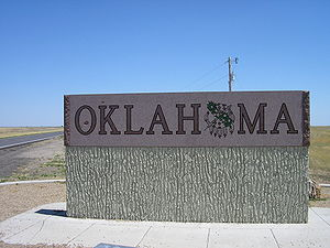 Oklahoma state welcome sign on the west edge o...