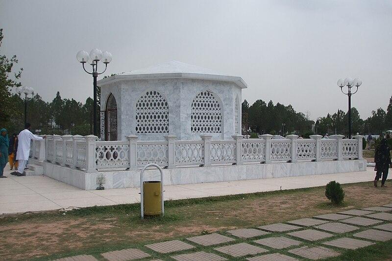 File:Zia's Tomb.jpg