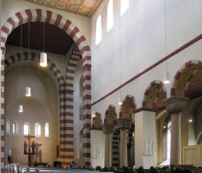 wnętrze kościoła św. Michała w Hildesheim