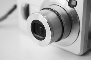 Afrikaans: 'n Casio-mik-en-druk-kamera.