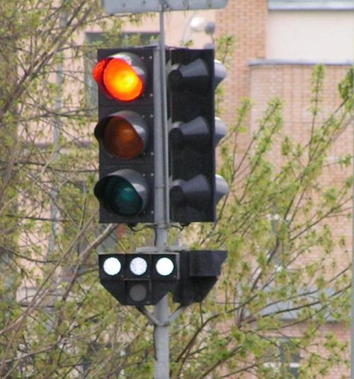 Traffic signal in Moscow indicating 'STOP'