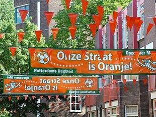 Oranjekoorts(Fieber wegen Oranje) in Rotterdam anlässlich eines Fußballspiels