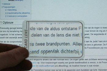 English: Creditcard-size Fresnel magnifier Ned...