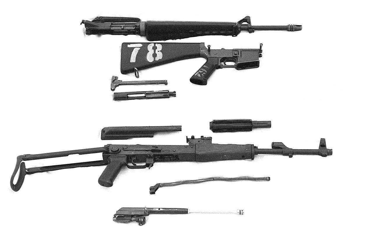 File Ak 47 And M16 Dm Sn 82
